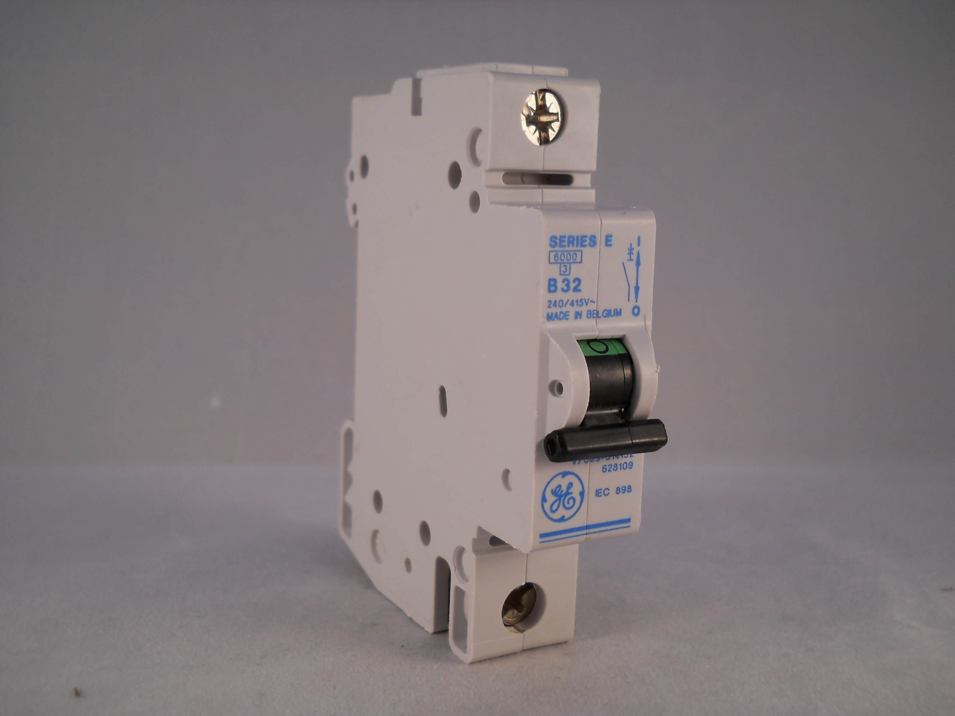 GE Series E 32 AMP MCB