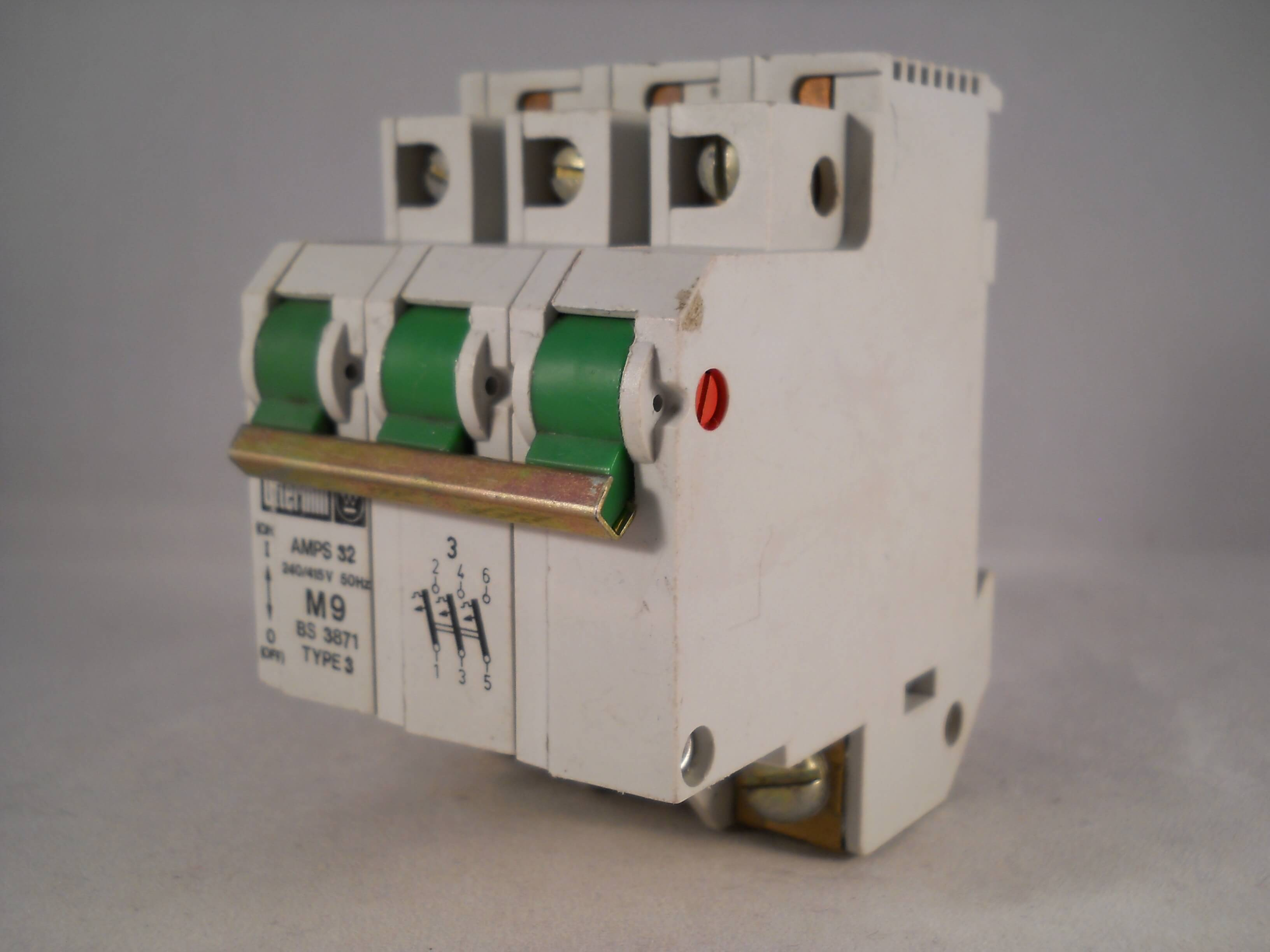 OTTERMILL MCB 32 AMP TRIPLE POLE 3 PHASE BREAKER TYPE 3 32A M9 SYSTEM T T3C3032
